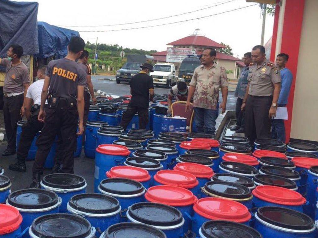 Polisi Sita 12 Ton Bahan Pembuat PCC dan Obat Lainnya di Bintan