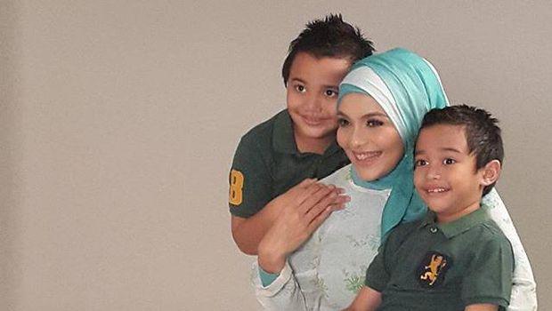 Lula Kamal bersama anaknya