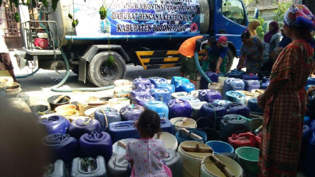 Pemkab Bojonegoro Dropping Air Bersih ke 10 Dusun yang Kekeringan