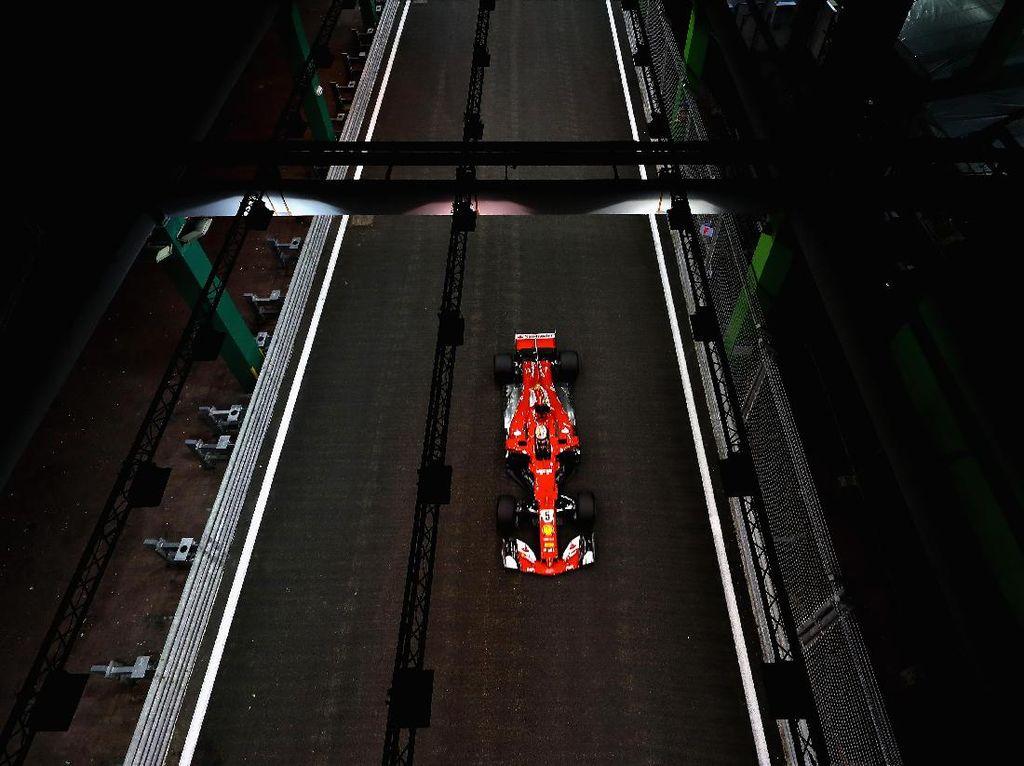 Raih Pole di Singapura, Vettel Mengaku Beruntung