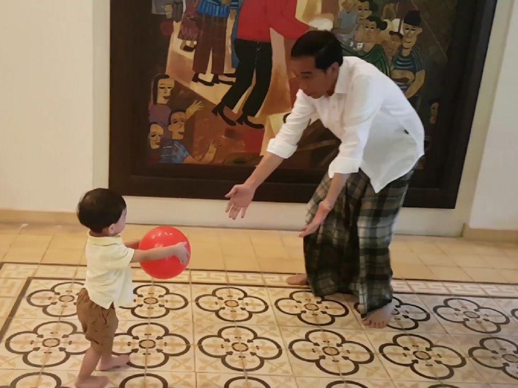 Aneka Gaya Jokowi Pakai Sarung, dari Momen Resmi sampai Santai