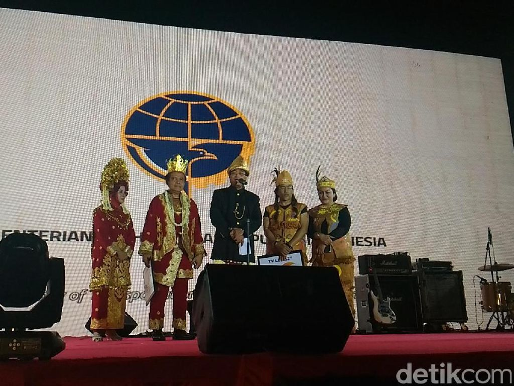 Menjadi Indonesia Lewat Darat, Laut, dan Udara