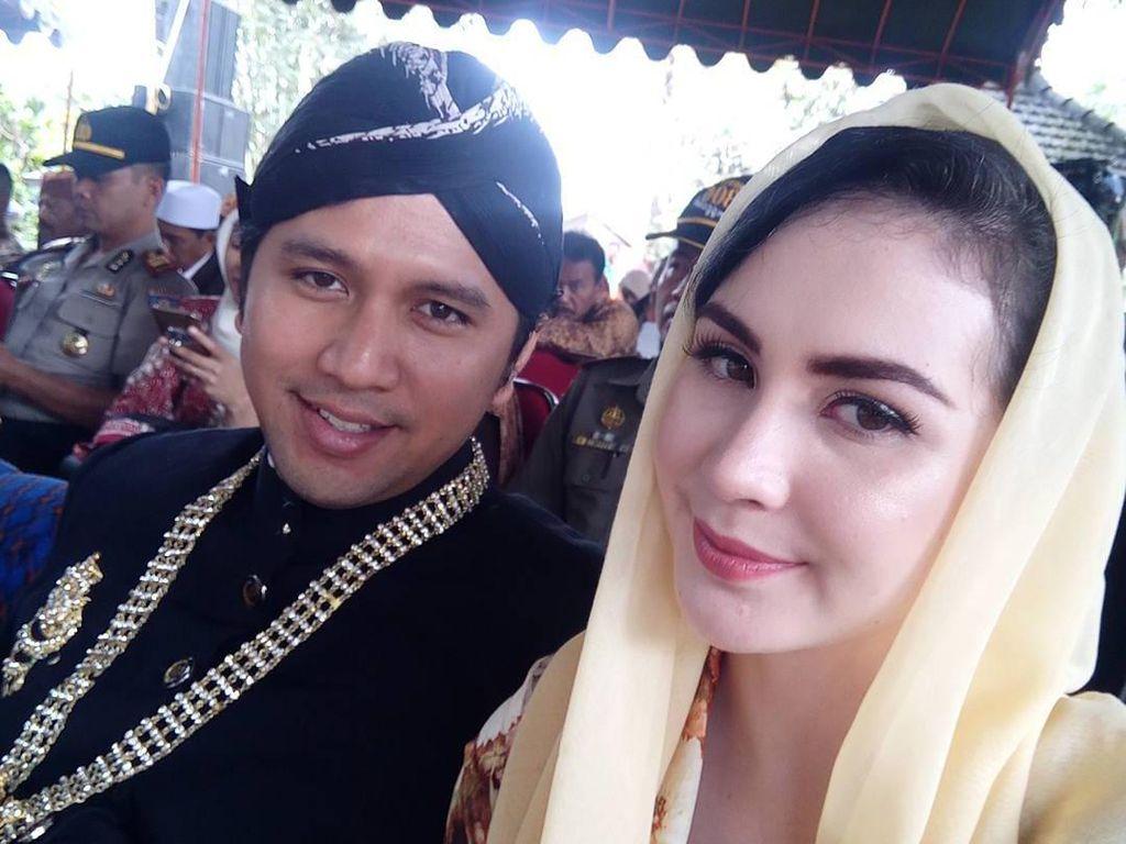 Foto: Jadi Istri Bupati Trenggalek, Intip Gaya Arumi Bachsin Berkerudung