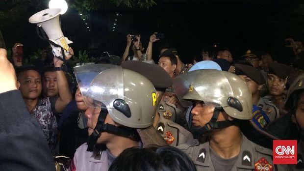 Amuk Massa, Genjer-Genjer dan Kebohongan Kebangkitan PKI