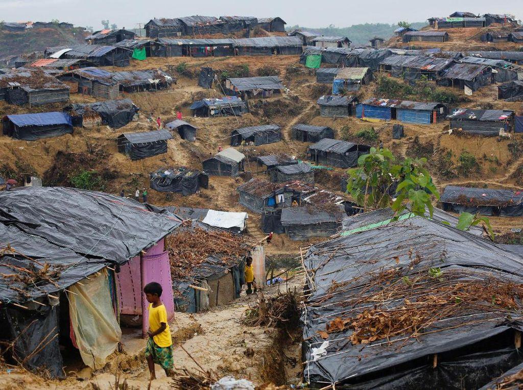Kobaran Api dan Suara Tembakan Terdengar dari Desa Rakhine