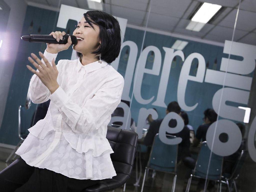 Terjatuh di Panggung, Radhini Selesaikan Penampilan di BNI Java Jazz