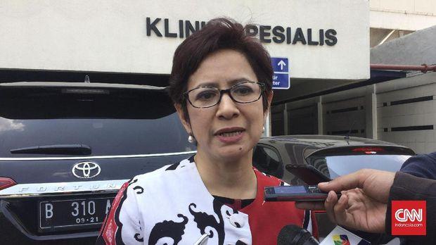 Ketua Bidang Media dan Penggalangan Opini DPP Partai Golkar, Nurul Arifin usai menemani Ketua Umum Partai Golkar Setya Novanto menjalani pemeriksaan katerisasi jantung di RS Premier, Jatinegara, Jakarta, Senin (18/9).