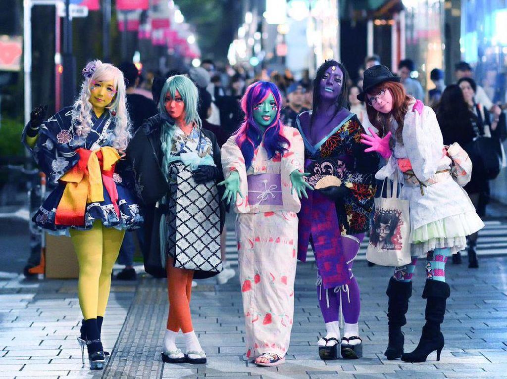 Foto: Tren Gadis Warna-warni di Jepang