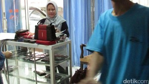 Melihat Lagi Isi Tas Belanja Iriana Jokowi dari Boyolali