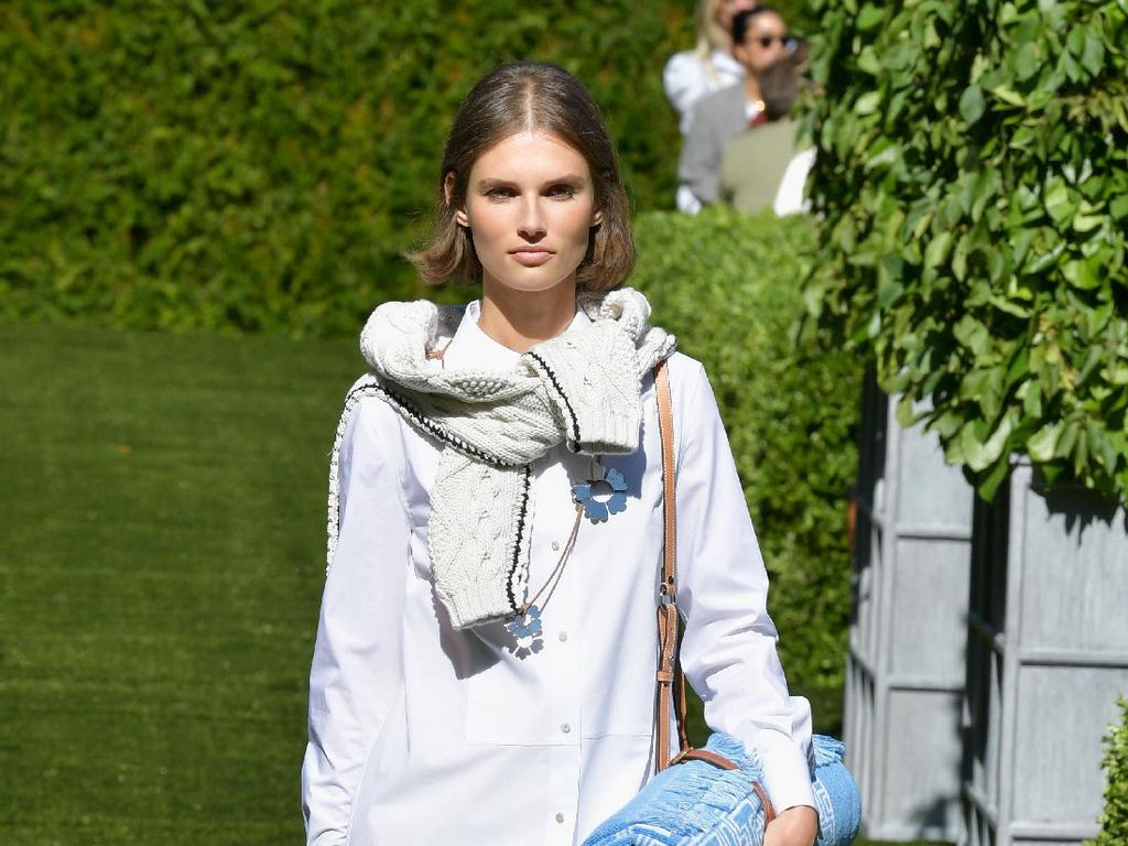 Foto: 20 Koleksi Terbaru Tory Burch di New York Fashion Week 2017