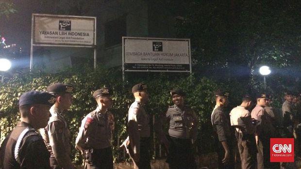 Kronologi Aksi Massa Antikomunis di Luar Gedung LBH Jakarta