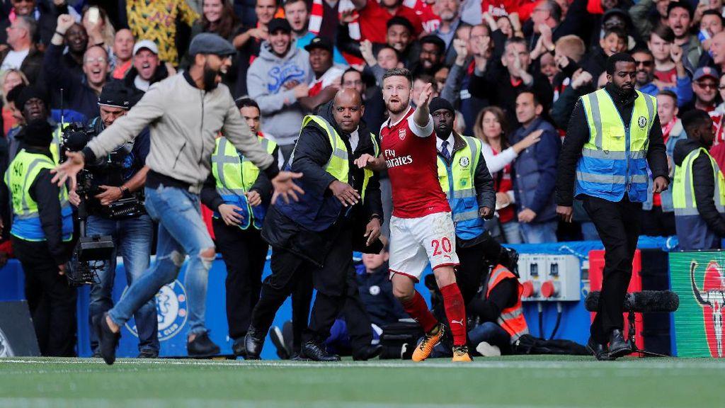 Offside! Fans Ditangkap Usai Heboh Rayakan Gol... yang Tak Sah