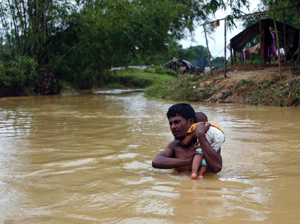 Perjuangan Anak-anak Pengungsi Rohingya Menuju Kamp Pengungsian