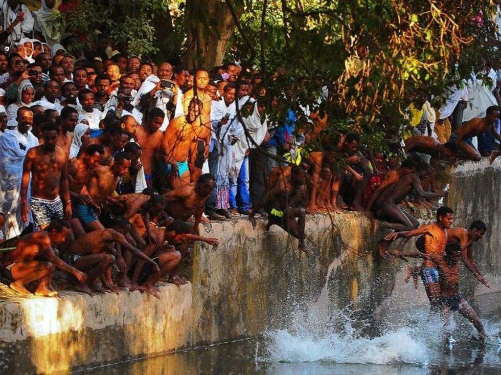Foto : Mandi Suci di Ethiopia