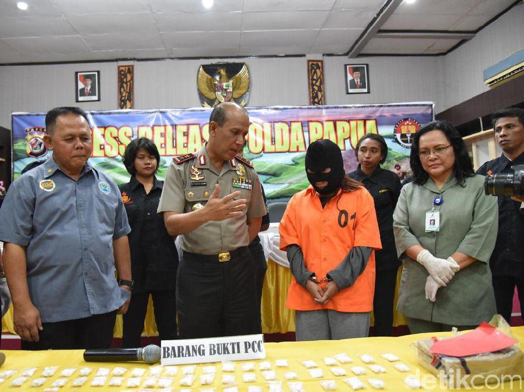 Polisi Tangkap Pengedar 1.006 Pil PCC di Papua