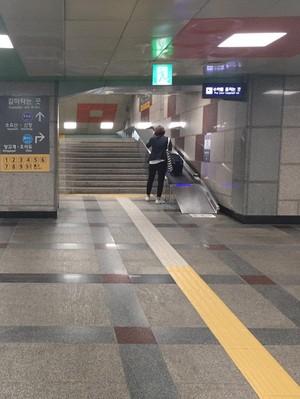 Biar Turis Nggak Repot Bawa Koper, Stasiun Seoul Pasang Conveyor