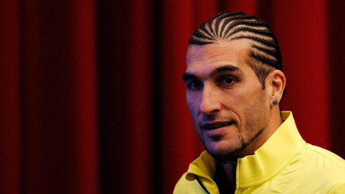 AMSTERDAM, NETHERLANDS - NOVEMBER 25:  Goalkeeper, Jose Manuel Pinto speaks to the media during the FC Barcelona press conference prior to the UEFA Champions League match between Ajax Amsterdam and FC Barcelona at Amsterdam Arena on November 25, 2013 in Amsterdam, Netherlands.  (Photo by Dean Mouhtaropoulos/Getty Images)
