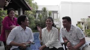 Saat Iriana Nimbrung di Vlog Kaesang, Lalu Pergi Nyapu Rumah