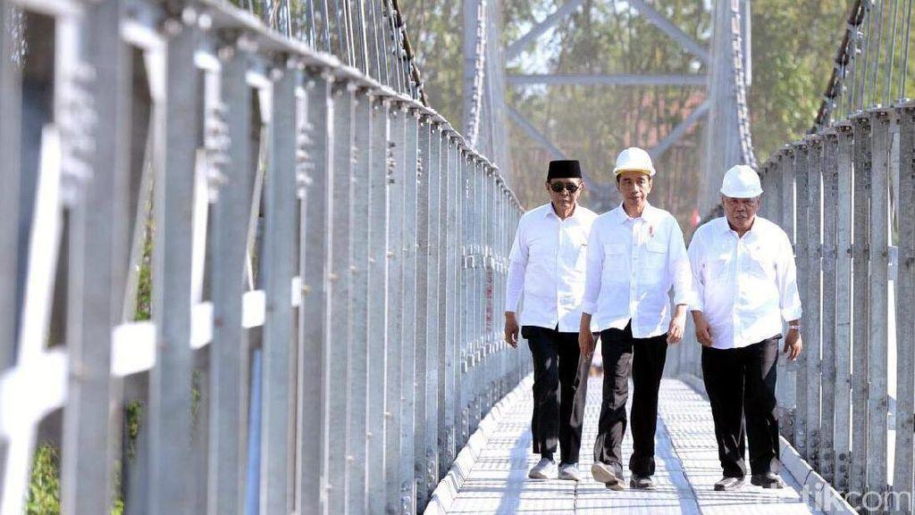 Jokowi Resmikan Jembatan Gantung di Magelang