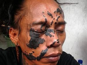 Alasan Pria Ini Tato Wajah dengan Gambar Peta Indonesia