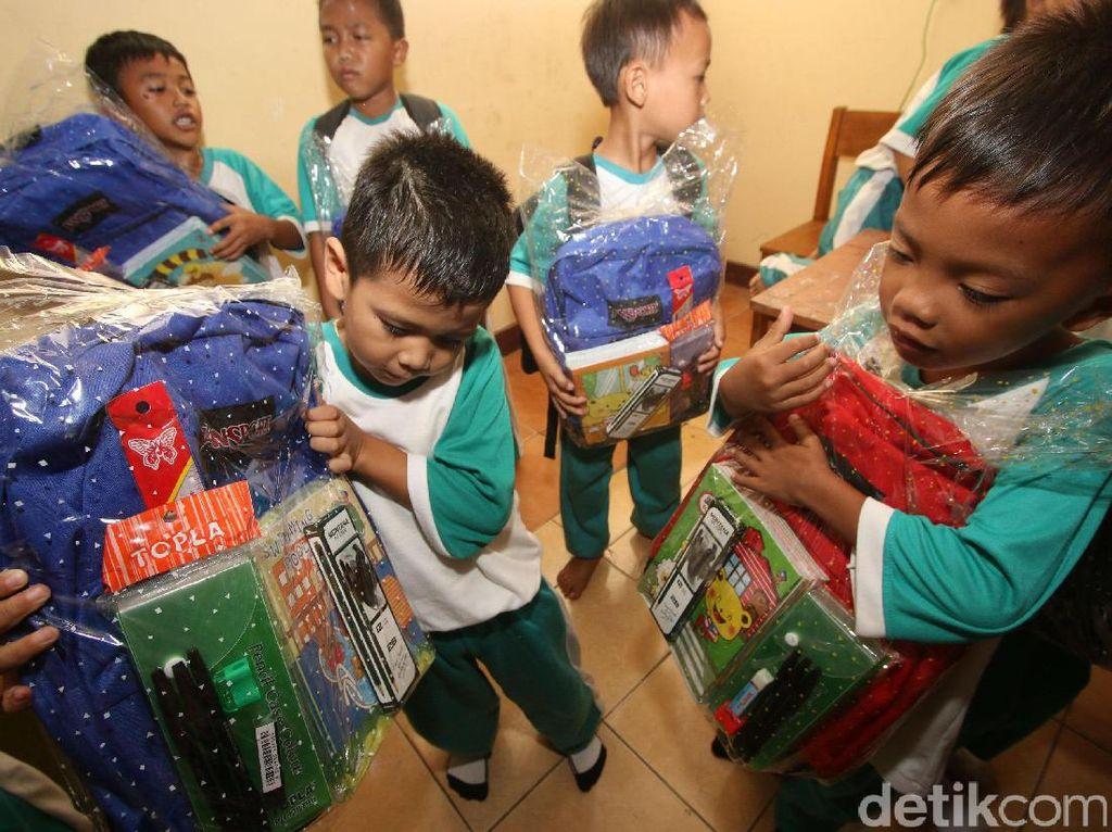 Sinar Mas Land Beri Bantuan untuk anak Sekolah