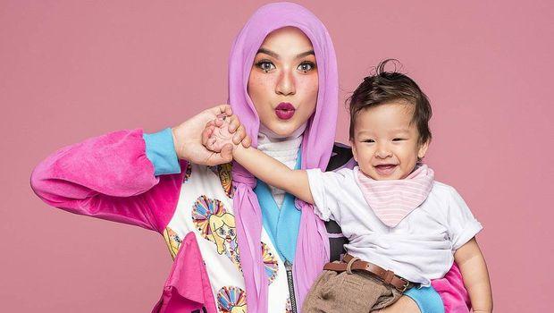 Marsha Natika dan anaknya, Kato/