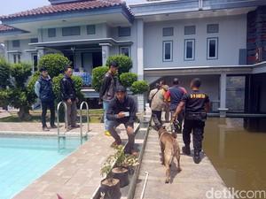 Anjing K-9 Lacak Jejak Perampok di Rumah Mewah Pejabat Sukabumi