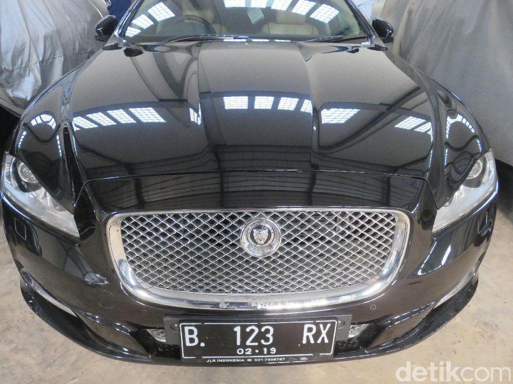 Foto: Ini Mobil Termahal yang Dilelang KPK
