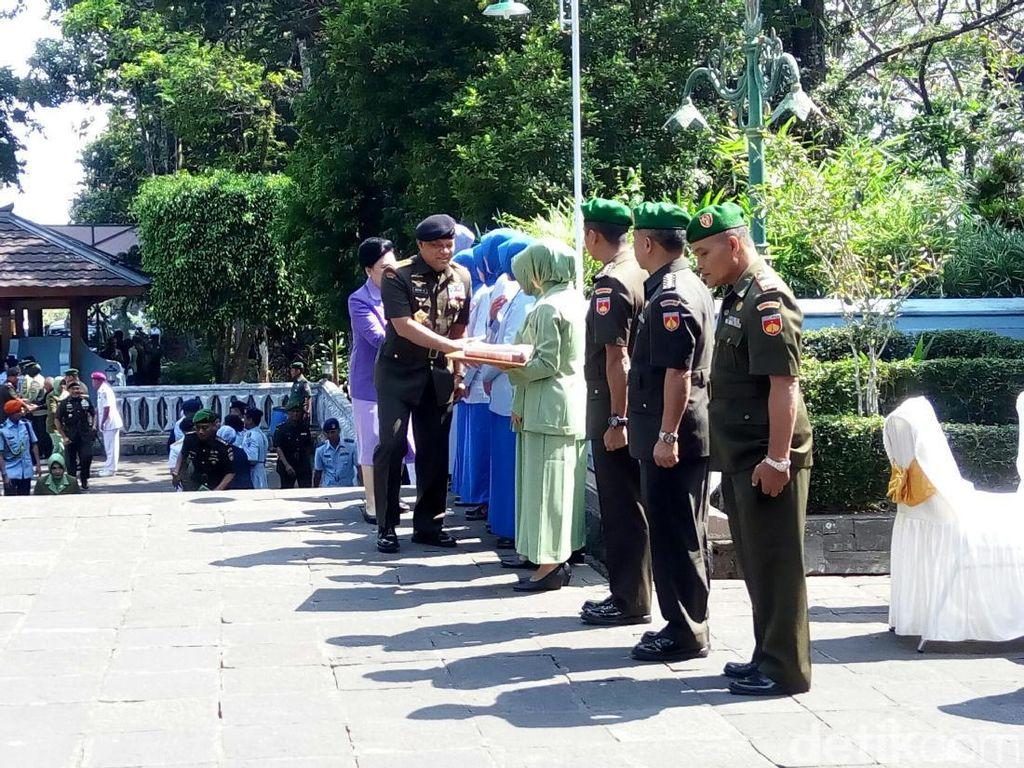 Panglima TNI Gatot Nurmantyo Ziarah ke Makam Soeharto