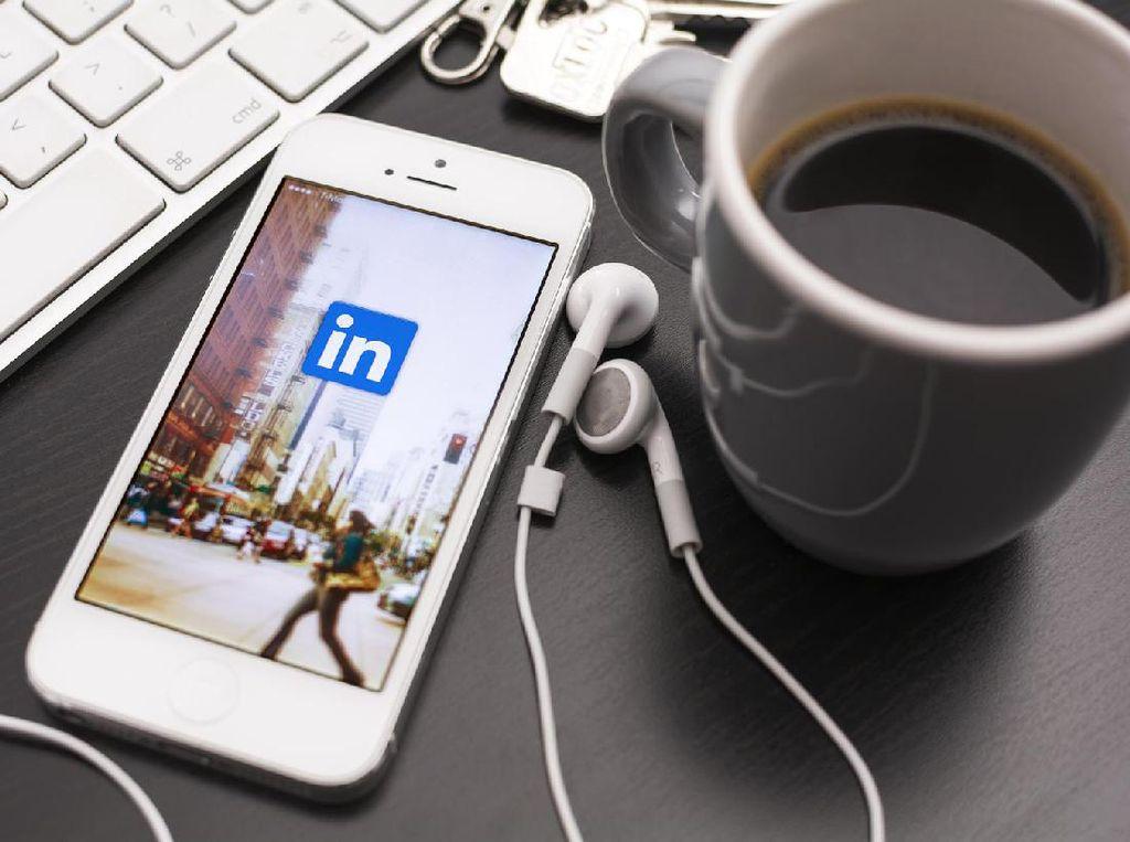 LinkedIn Ikut Gelap-gelapan Pakai Dark Mode