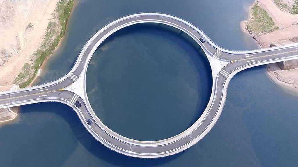Menikmati Pemandangan Uruguay Lewat Jembatan Bulat