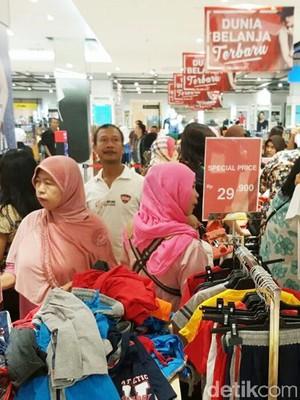 Diskon sampai 70% Fashion di Transmart Carrefour Mataram