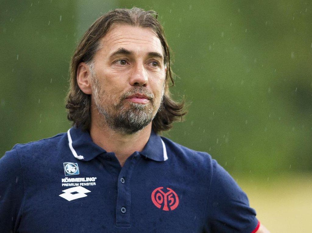 Wolfsburg Ganti Pelatih