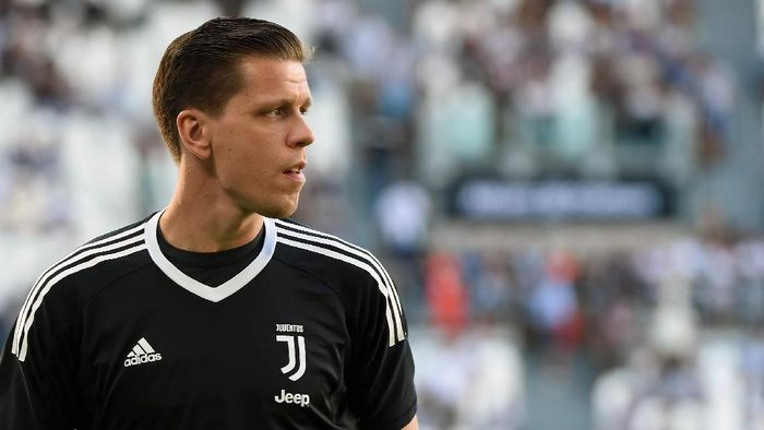 TURIN, ITALY - AUGUST 19:  Wojciech Szczesny goalkeeper of Juventus looks during the Serie A match between Juventus and Cagliari Calcio at Allianz Stadium on August 19, 2017 in Turin, Italy.  (Photo by Pier Marco Tacca/Getty Images)