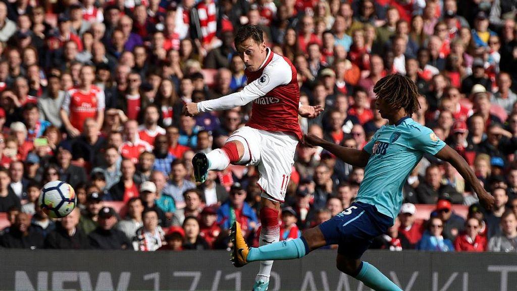 Oezil Belum Akan Main di Laga Piala Liga Inggris