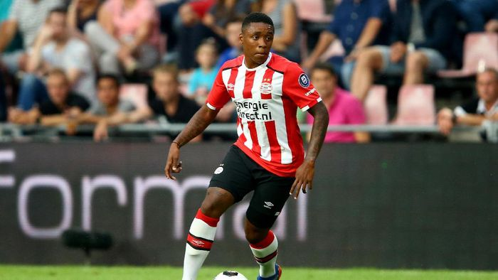 EINDHOVEN, NETHERLANDS - JULY 26:  Steven Bergwijn of Eindhoven runs with the ball during the friendly match between FC Eindhoven and PSV Eindhoven at Philips Stadium on July 26, 2016 in Eindhoven, Netherlands.  (Photo by Christof Koepsel/Getty Images)