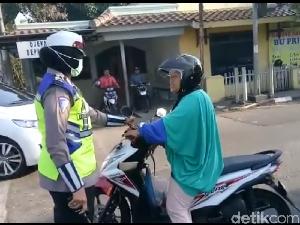 Viral Video Emak-emak Pelanggar Lalin Ngamuk Saat Ditegur Polwan
