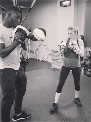 Punya Suara Memukau, Ellie Goulding Ternyata Hobi <i>Boxing</i>