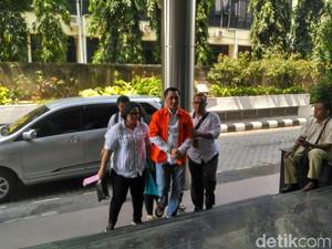 Foto: Tangan Diborgol, Trio Bos First Travel Diperiksa Bareskrim