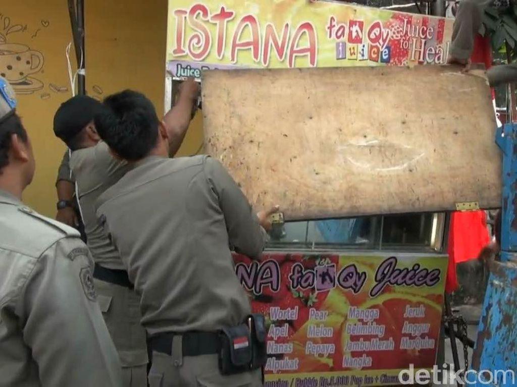 Video Kericuhan Saat Razia Trotoar di Matraman