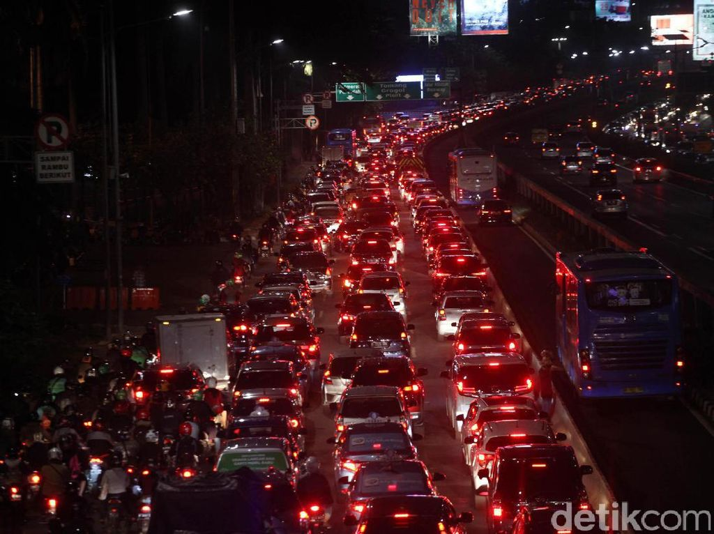 Malam Tahun Baru Islam, Tol Jagorawi Arah Bogor Macet 5 Km