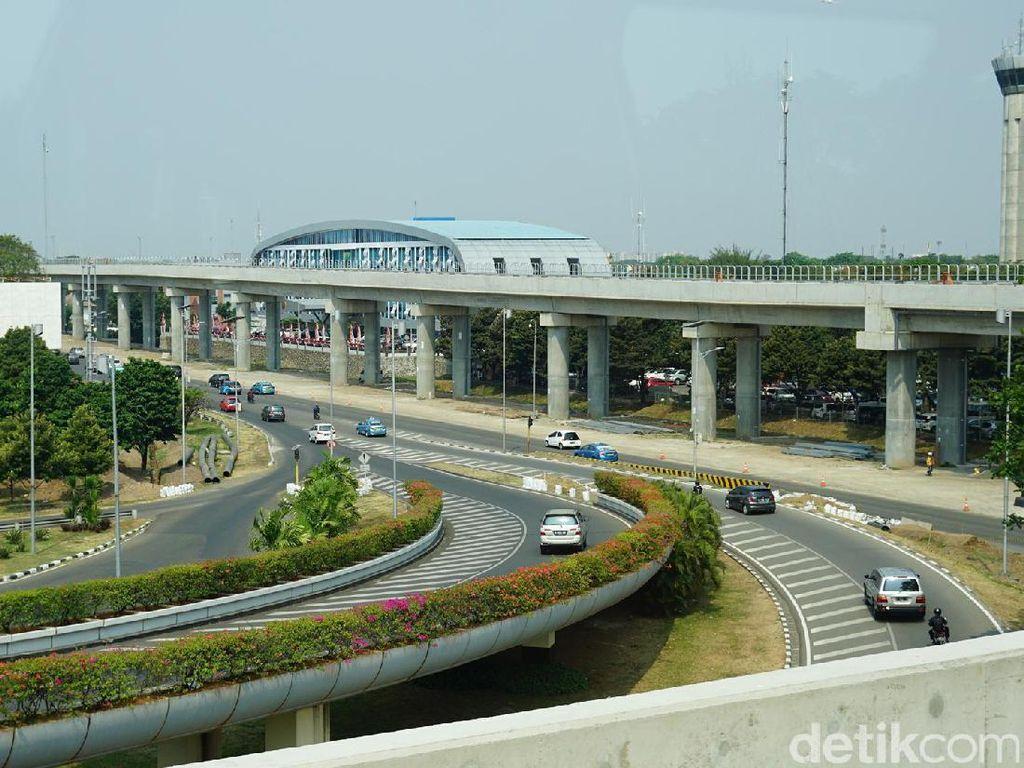 Foto: Pemandangan Keren dari Skytrain Bandara Soekarno Hatta