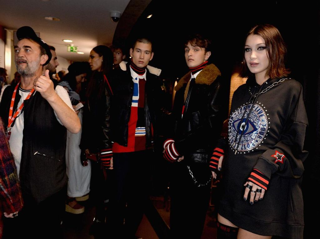 Sibling Goals! Gigi, Bella & Anwar Hadid Sepanggung di London Fashion Week