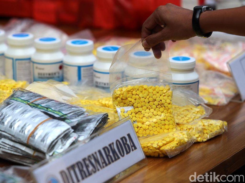 Bawa Ratusan Butir Psikotropika ke Bali, WN China Dituntut 1 Tahun Bui