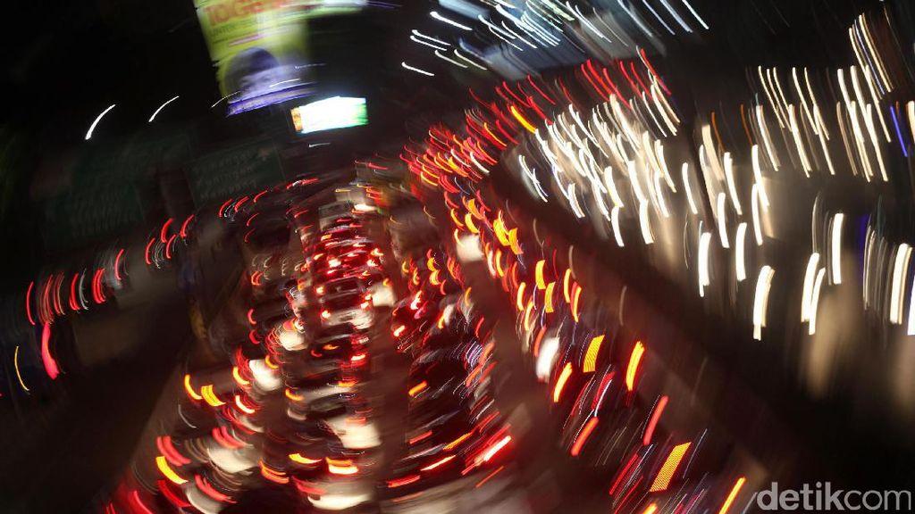 Foto: Mengular, Begini Kemacetan Tol Dalkot Jelang Libur Tahun Baru Islam