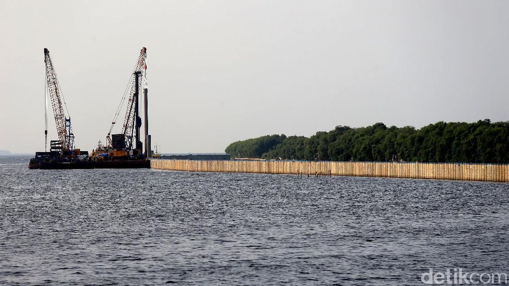 Terancam Tenggelam, Pembangunan Tanggul Laut Terus Dikebut