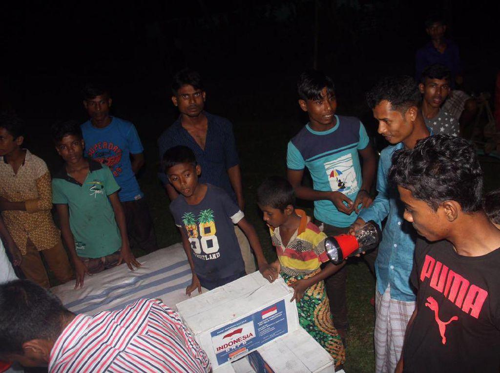 Cuaca Buruk Tak Halangi Bantuan RI untuk Rohingya di Bangladesh