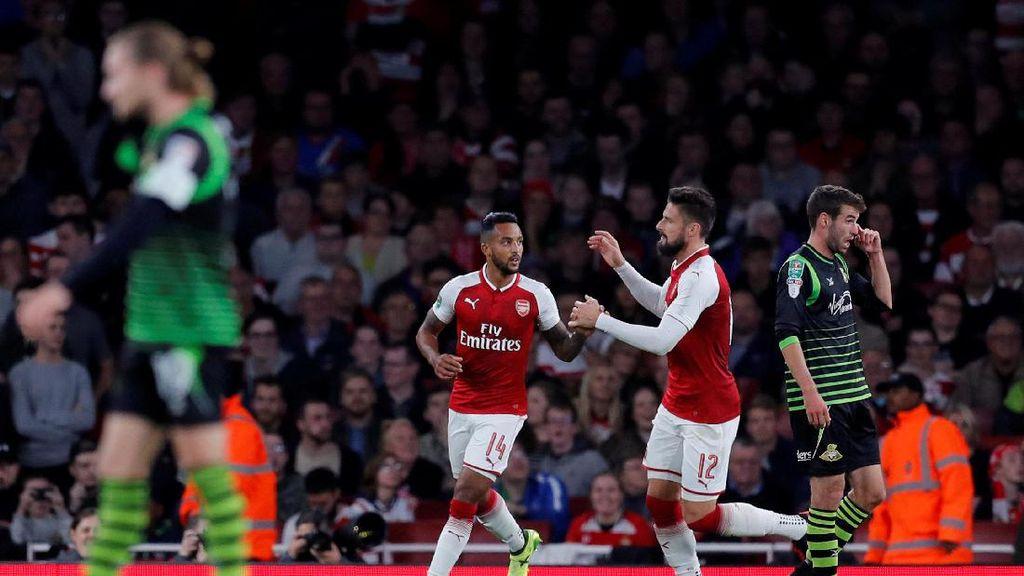 Gol Tunggal Walcott Loloskan Arsenal