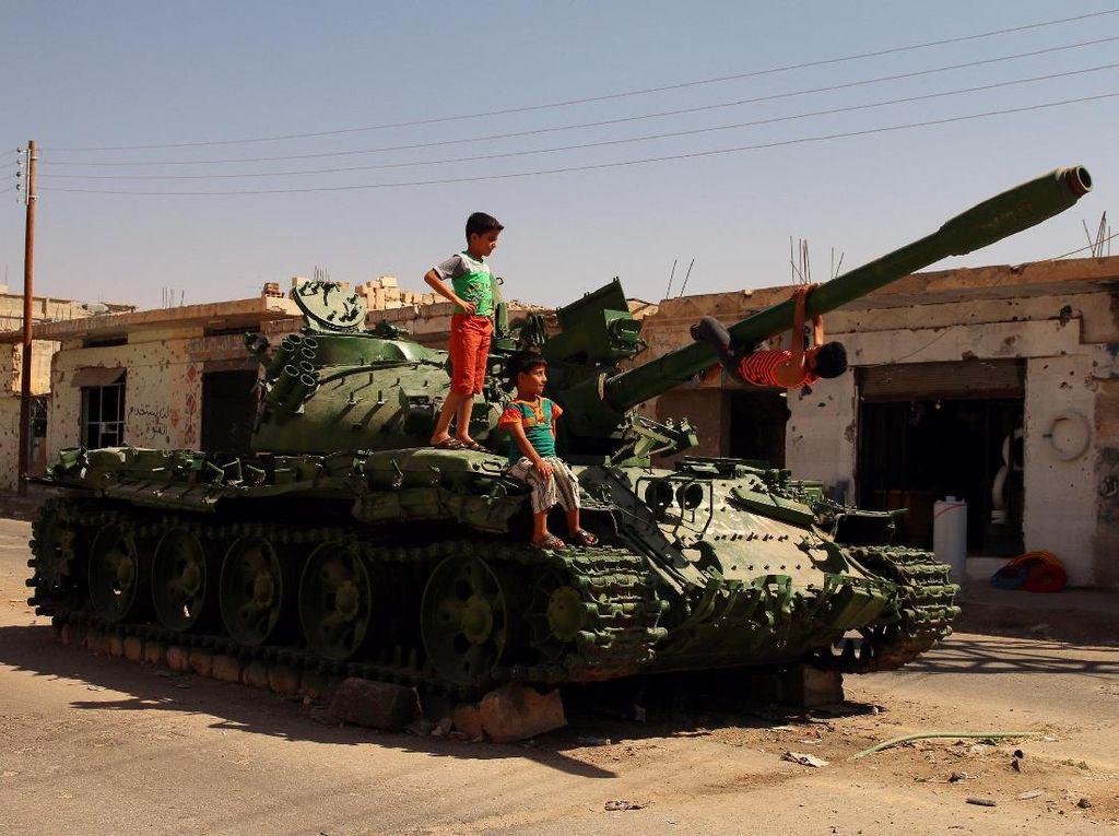 Tank Perang Militer Suriah yang Kini Jadi Mainan Anak-anak