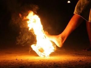 Peringati Tahun Baru Islam, Warga Purworejo Main Sepakbola Api